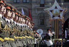 Armata Sovietica marsaluind in Piata Rosie