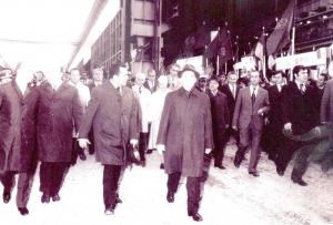 Nicolae Ceausescu si Ion Iliescu pe un santier de constructii industriale, in anul 1978