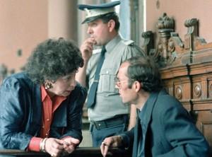 Nicu Ceausescu si avocata sa in timpul procesului