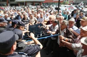 Protestul unui grup de pensionari la Iasi
