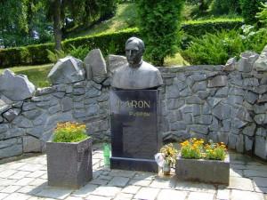 Statuie a lui Marton Aron