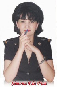 Simona Ela Fica